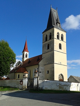 Farní kostel sv. Petra a Pavla a fara v Nákří