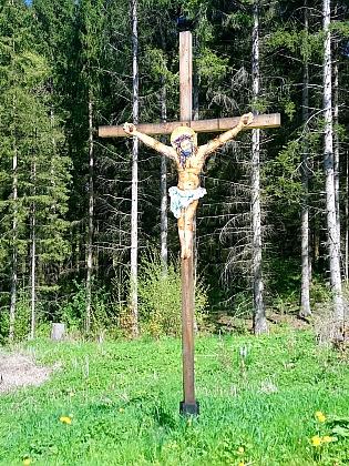 ... a v něm zmíněný kříž mezi Slavkovem aMezipotočím