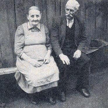 Tatínek, sedlák Josef Klissenbauer, se svou sestrou Marií, provdanou Stoiberovou (Rubenmüllerin), u které Maria v Rovném už od mládí žila