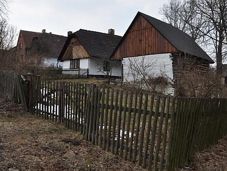 Jedna ze dvou památkově chráněných chalup v rodném Žandově