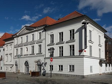 Průčelí budovy českobudějovického divadla z roku 1819
