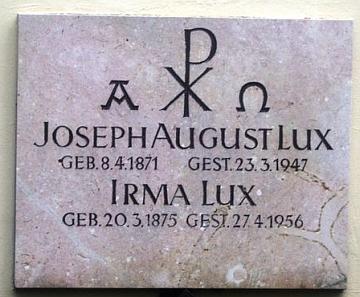 Jeho a manželčin hrob na salzburském komunálním hřbitově