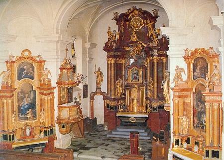 Interiér poutní kaple na Dobré Vodě nad Horní Planou