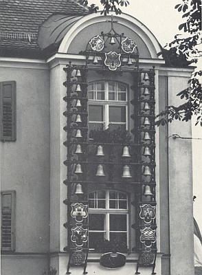 Zvonkohra na radnici ve Furth in Walde, věnovaná patronátnímu městu krajany z Horšovského Týna a okolí