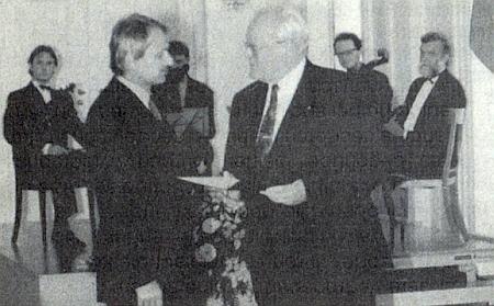 V říjnu 1996 byl Reinhold Macho vyznamenán v Berlíně Spolkovým záslužným křížem z rukou prezidenta Romana Herzoga