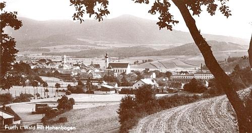 Furth in Walde s Vysokým Bogenem v pozadí