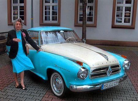 Dva snímky z její svatby dne 16. května 2012