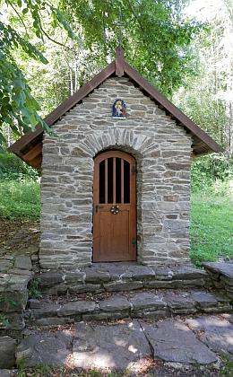 U druhé z kapliček v Předních Paštích, obnovených její zásluhou