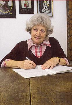 Na fotografii z obálky (2010) jedné z jejích knih