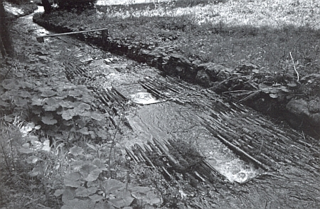 Kaplický potok, zde s obnovenou výdřevou ve své splavné části, byl v polovině 19. století využíván  jako plavební kanál