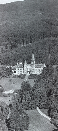 Zámek v Oberfrauenau z ptačí perspektivy