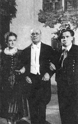 Erhard Kutschenreuter při premiéře své operety Holledauer Fidel v pasovské Nibelunghalle roku 1938
