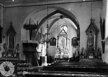 Interiér kostela na Seidelově snímku