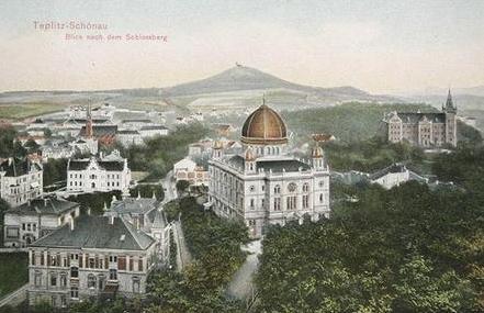 """Rodné Teplice vpravo s mohutnou """"novou"""" synagogou, vypálenou v noci ze 14. na 15. března roku 1939"""