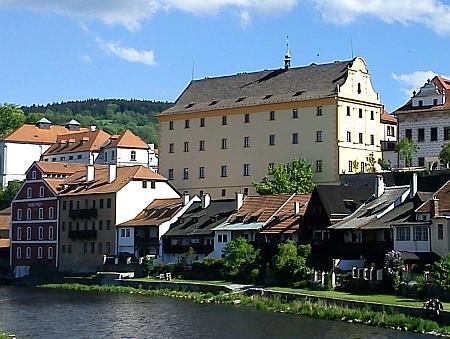 Českokrumlovské gymnázium tehdy sídlilo v budově někdejšího jezuitského semináře (dnes je zde Regionální muzeum)