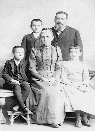 S manželkou Annou, roz. Eysn, a dětmi Annou, Hansem a Maxem