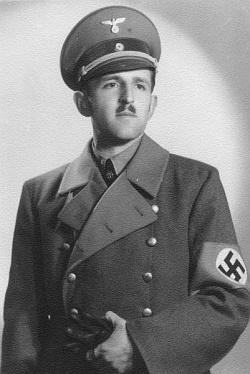"""Snímek z roku 1940 nevyžaduje nijakého komentáře - ičasopis """"Mein Böhmerwald"""" sehákovému kříži nijak nevyhýbá"""