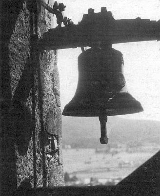 Soumarský zvon nad Prachaticemi, o kterém píše ve své básni, na obálce jednoho z čísel krajanského měsíčníku v roce 95. výročí narození autora