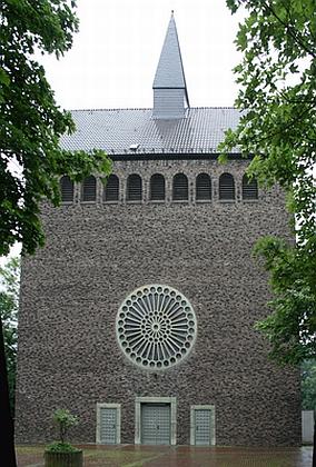 Kostel sv. Josefa v Marl-Drewer, při kterém byl farářem