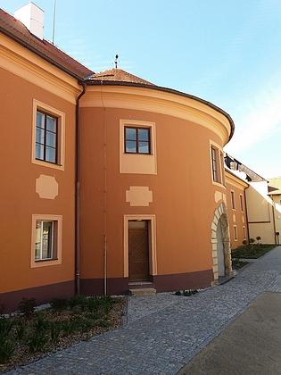 Záblatí je dnes částí obce Dříteň, kde byl obnoven zámek, postavený na místě původní malovecké tvrzi ovšem až 30 let po Marradasově skonu (Dříteň přešla zmajetku Malovců z Malovic do Marradasova vlastnictví po bitvě na Bílé hoře)