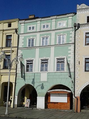 Dům na severni straně českobudějovického náměstí (čp.162), který držel Marradas do roku 1627, kdy ho věnoval Servatiovi Hurdome de la Fossa