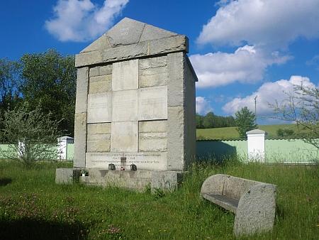 Památník padlým v 1. světové válce na hřbitově v Benešově nad Černou, na jehož vysvěcení také vzpomínal