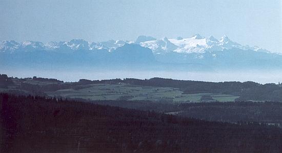 Panoráma Alp z vyhlídky nad Lipnem, pohled na Dachstein a ostatní hory v Rakousku