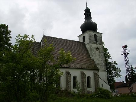 Rychnovský kostel v celkovém pohledu