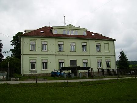 Budova bývalé školy v Rychnově u Nových Hradů