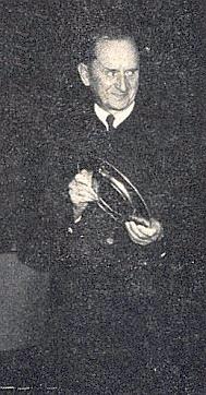 Při převzetí ceny předsedy bavorské vlády za svou nářeční poezii na 1.starobavorském Mundart-Tag roku 1970 v Deggendorfu