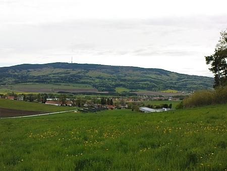 Pohled na Mříč a Křemži (vpravo) pod horou Kleť