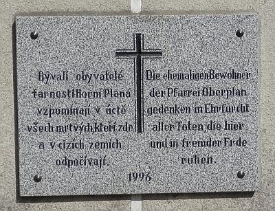 Pamětní deska na hřbitově v Horní Plané patří i jí