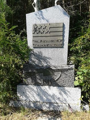 Na návrší jižně od Mříče vedla demarkační čára - Mříč stejně jako Horní Planá byla osvobozena armádou USA
