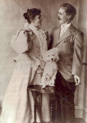 Se svou prvou ženou Emmou Pollmerovou, pod jejímž dívčím jménem publikoval některé své texty v časopise Frohe Stunden