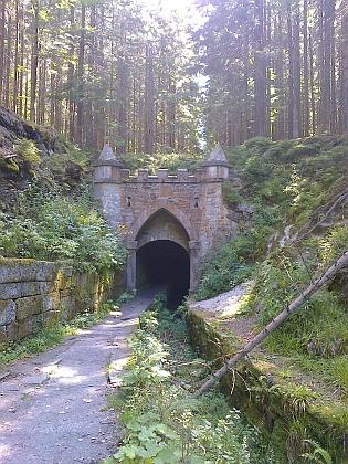 Dolní a horní portál Schwarzenberského kanálu