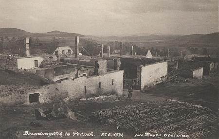 Požár v Perneku 25. července 1931 na jeho pohlednicích