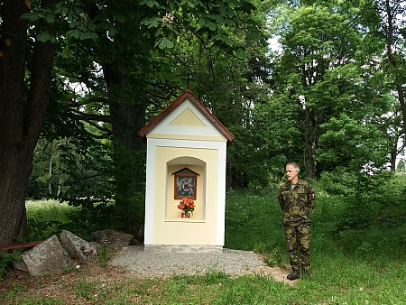 Hned vedle stojící malá kaple Michal se v roce 2021 dočkala díky manželům Novotným rekonstrukce a vysvěcení vojenským kaplanem