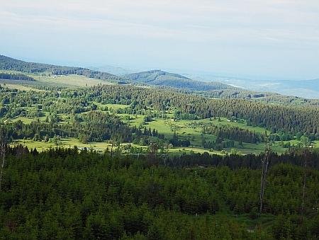 Pohled z Lysé přes Květnou na Ondřejov...