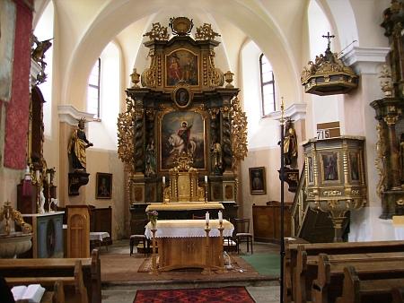 Interiér želnavského kostela na snímcích z roku 2012
