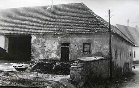Dům čp. 86, zbořený v roce 1964, odkud pocházela její matka a který byl pravděpodobně i jejím rodným domem, stával nad hornoplánským kostelemvdnešní Švermově ulici