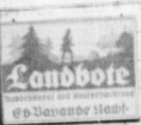 Hned vedle českokrumovské radnice tu vidíme na domě čp. 22 v Panské ulici (Herrengasse) informační tabuli se záhlavím periodika Landbote, jehož redakce a tiskárna firmy Eduard Bayands Nachfolger sídlila ve Vlašském dvoře, Dlouhá ulice (Lange Gasse) čp. 32