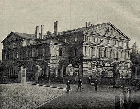 Německý dům a jeho sál, kde kdysi kvetl kulturní život místního německého živlu (viz i Wendelin Rziha)