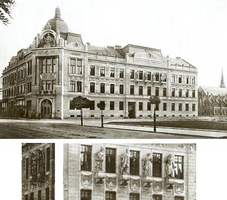Na tomto snímku, zachycujícím tzv. Okresní dům neboli Okresní palác v Českých Budějovicích, postavený v letech 1901-1902, je výrazně patrná sochařská výzdoba (celkem 6 plastik pod bočními štíty), napravo v sousedství vidíme českobudějovickou synagogu