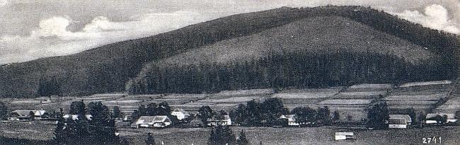 Rodná Řasnice pod horou Chlustov při cestě na Strážný