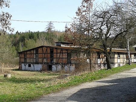 Zemřel ve sběrném táboře u bývalé schwarzenberské cihelny Vývarka naproti nádraží Hluboká-Zámostí (viz i Emmerich Zdiarsky)