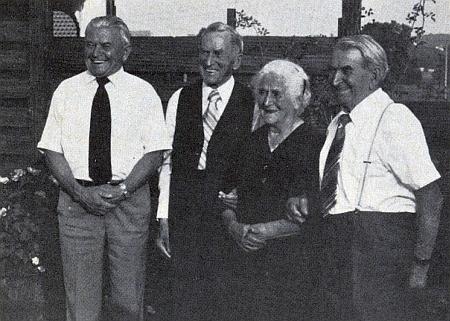 Sourozenci Meisingerovi: první zleva Heinrich, dále Franz, Hedwig a Jakob