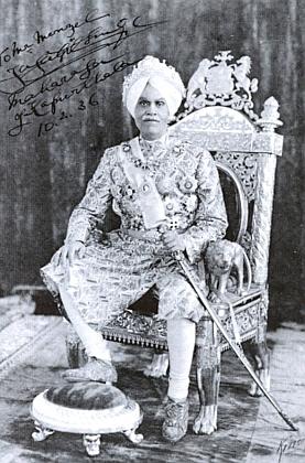 Maharádža z Kapurthaly, Menzelův přítel po jeho vítězství na mistrovství Indie, se mu tady v únoru 1936 podepsal na svou podobenku