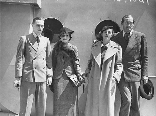 Se svou tehdejší ženou Bucky v Austrálii roku 1934, kdy tu hrál za Československo na tenisovém turnaji (Menzel stojí vpravo)