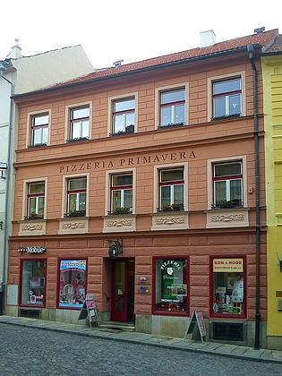 Dům čp. 15/I na prachatickém kostelním náměstí, kam se Merbeller přestěhoval po manželčině smrti