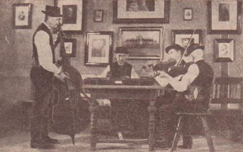 Chrobolská cimbálovka na snímku z roku 1937, zleva Thomas mertl starší, Otto Meisinger, Johann Rothbauer (Schulhiasei) a Johann Rothbauer (Alter Schneider)